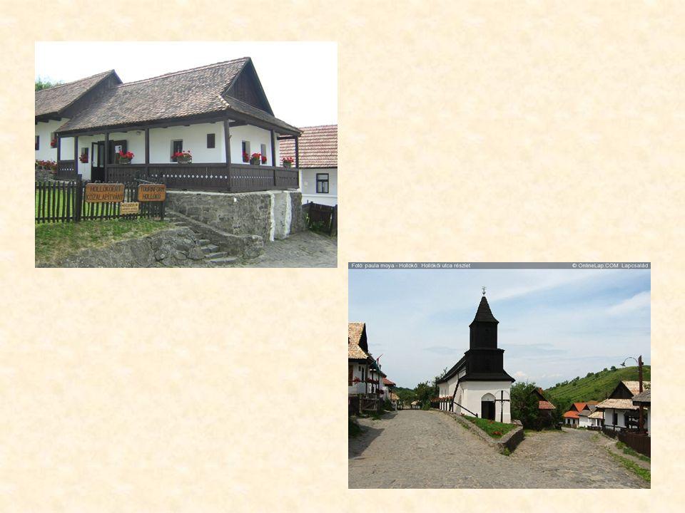Die traditionelle Architektur auf dem Lande ist heute noch in einigen Ortschaften authentisch erlebbar, wie z. B. in Hollókő, das als Museumsdorf Teil