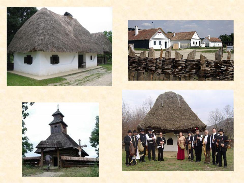 Die Vielfalt der ungarischen dörflichen Baukultur kann man im Freilichtmuseum in Szentendre bewundern. hier wurden abgetragene Originalhäuser aus alle