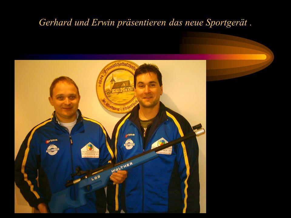 Gerhard und Erwin präsentieren das neue Sportgerät.