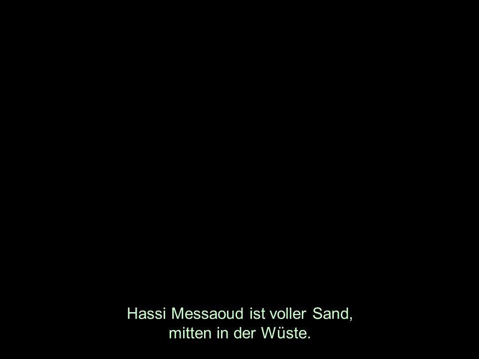 Hassi Messaoud ist voller Sand, mitten in der Wüste.