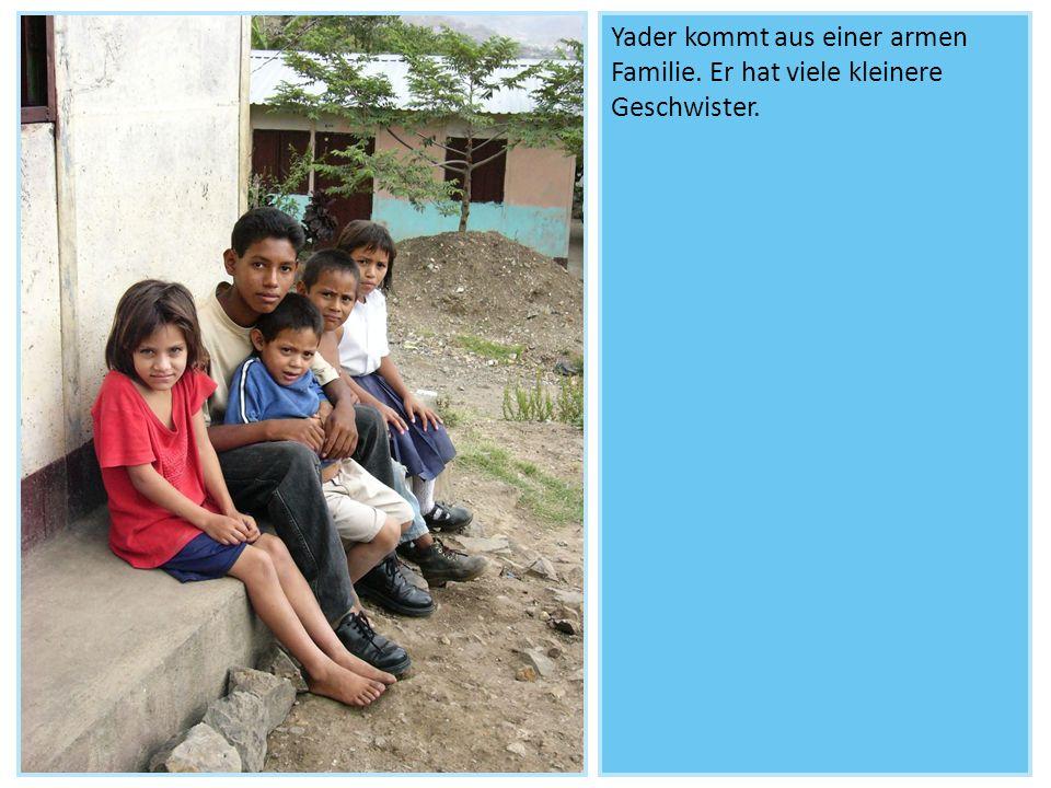 Yader kommt aus einer armen Familie. Er hat viele kleinere Geschwister.