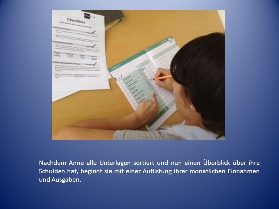 Damit Anne nicht den Überblick verliert, hat sie sich unter www.geld-und- haushalt.de kostenlos ein Haushaltsbuch bestellt.www.geld-und- haushalt.de