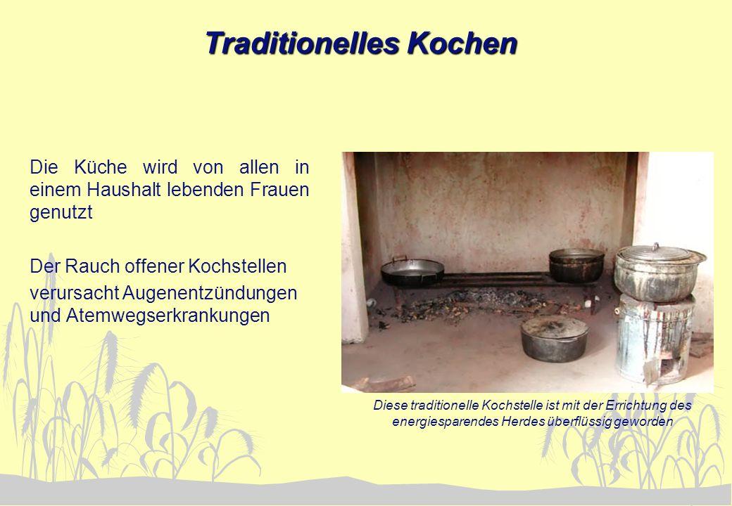 Traditionelles Kochen Die Küche wird von allen in einem Haushalt lebenden Frauen genutzt Der Rauch offener Kochstellen verursacht Augenentzündungen un
