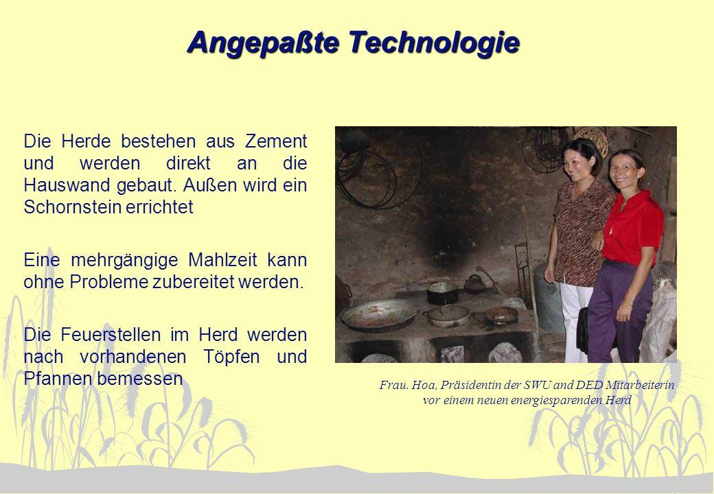 Angepaßte Technologie Die Herde bestehen aus Zement und werden direkt an die Hauswand gebaut. Außen wird ein Schornstein errichtet Eine mehrgängige Ma