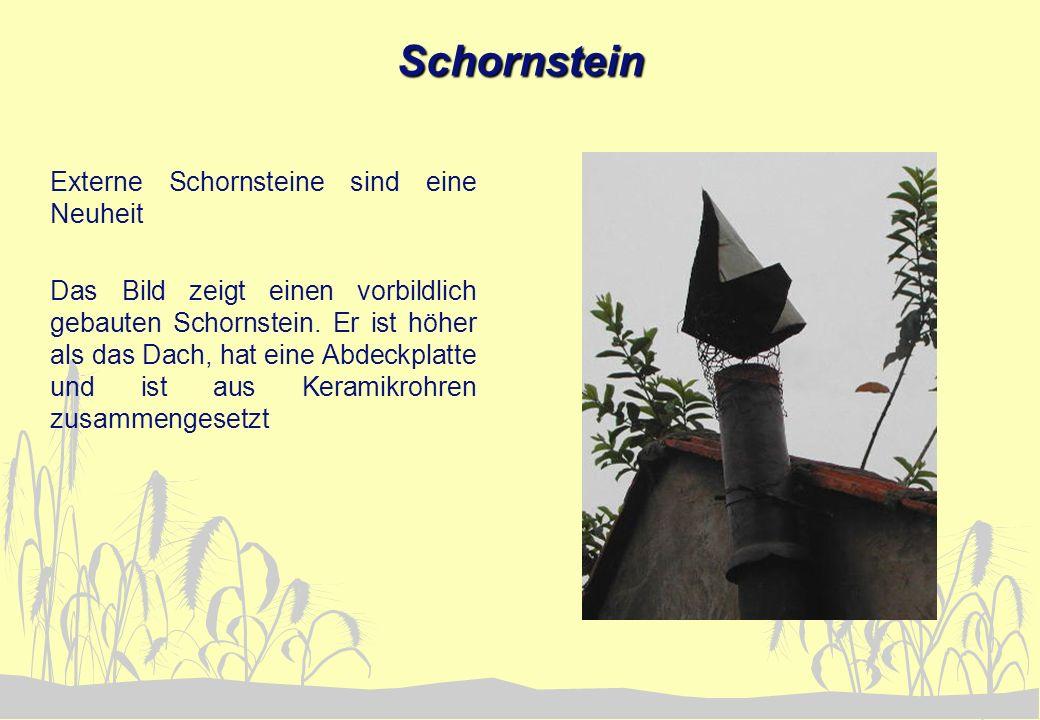 Schornstein Externe Schornsteine sind eine Neuheit Das Bild zeigt einen vorbildlich gebauten Schornstein. Er ist höher als das Dach, hat eine Abdeckpl