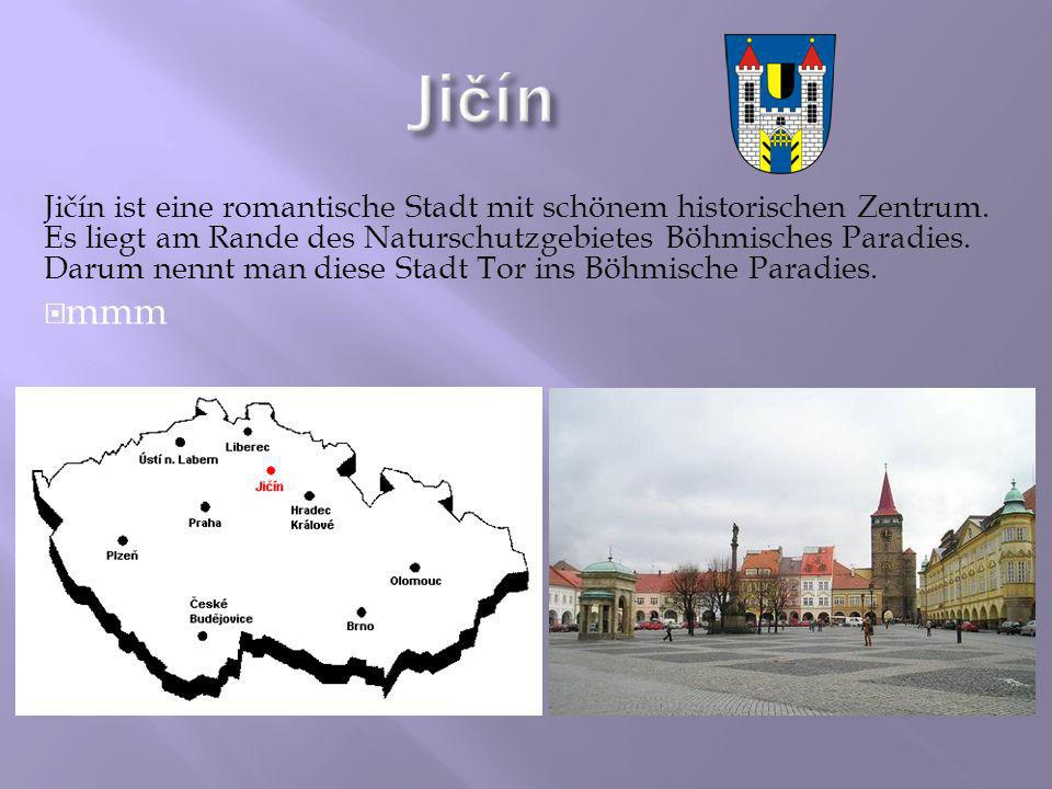 Jičín ist eine romantische Stadt mit schönem historischen Zentrum. Es liegt am Rande des Naturschutzgebietes Böhmisches Paradies. Darum nennt man dies