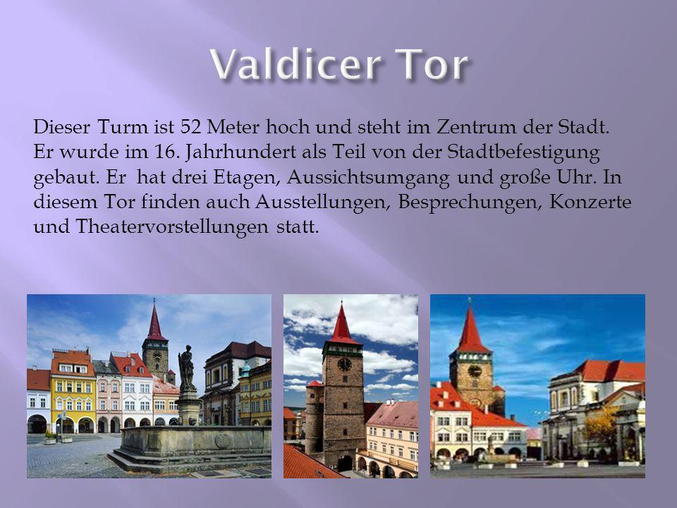 Dieser Turm ist 52 Meter hoch und steht im Zentrum der Stadt. Er wurde im 16. Jahrhundert als Teil von der Stadtbefestigung gebaut. Er hat drei Etagen