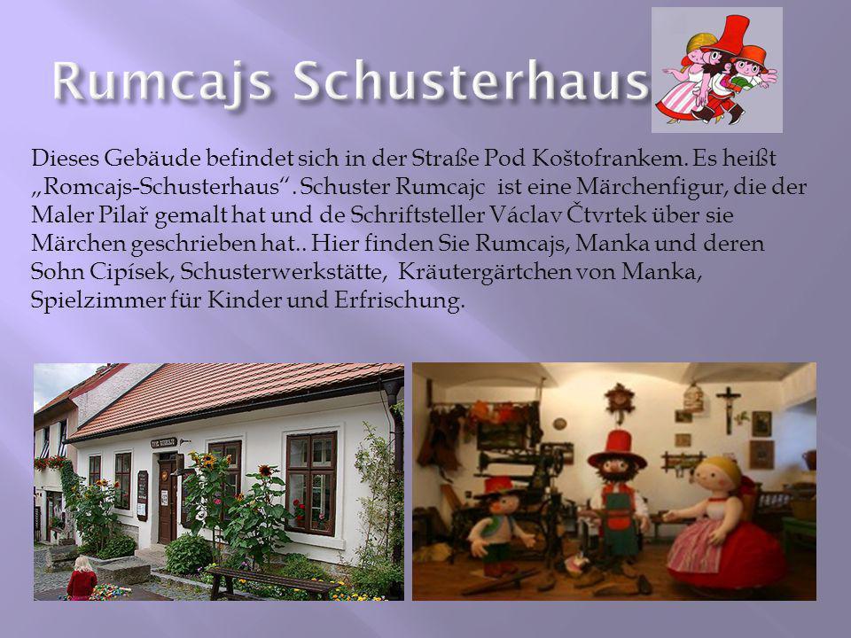 Dieses Gebäude befindet sich in der Straße Pod Koštofrankem. Es heißt Romcajs-Schusterhaus. Schuster Rumcajc ist eine Märchenfigur, die der Maler Pila