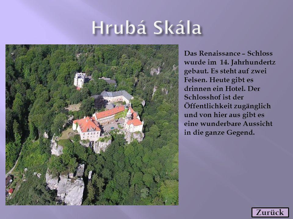 Das Renaissance – Schloss wurde im 14. Jahrhundertz gebaut. Es steht auf zwei Felsen. Heute gibt es drinnen ein Hotel. Der Schlosshof ist der Öffentli