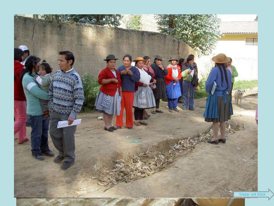 Katia Espinoza Sulca 28 Jahre alt 4 Geschwister Primarlehrerin seit 2003 Ist Mitglied einer Tanzgruppe, die auch Kinder und Jugendliche zur Erhaltung der Traditionen animiert Mutter ist Präsidentin von Vaso de leche in Ocopilla Weiter mit Klick