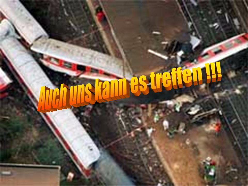 12 Alarmstufe MANV 2 ( 6 bis 10 Verletzte ) Alarmierung FF + Rett.-Dienst Kräfte : 5 RTW 3 KTW 4 Notärzte 1 LNA 1 OrgL Feuerwehr KBM/Landrat Leitstellenalarm ELW2