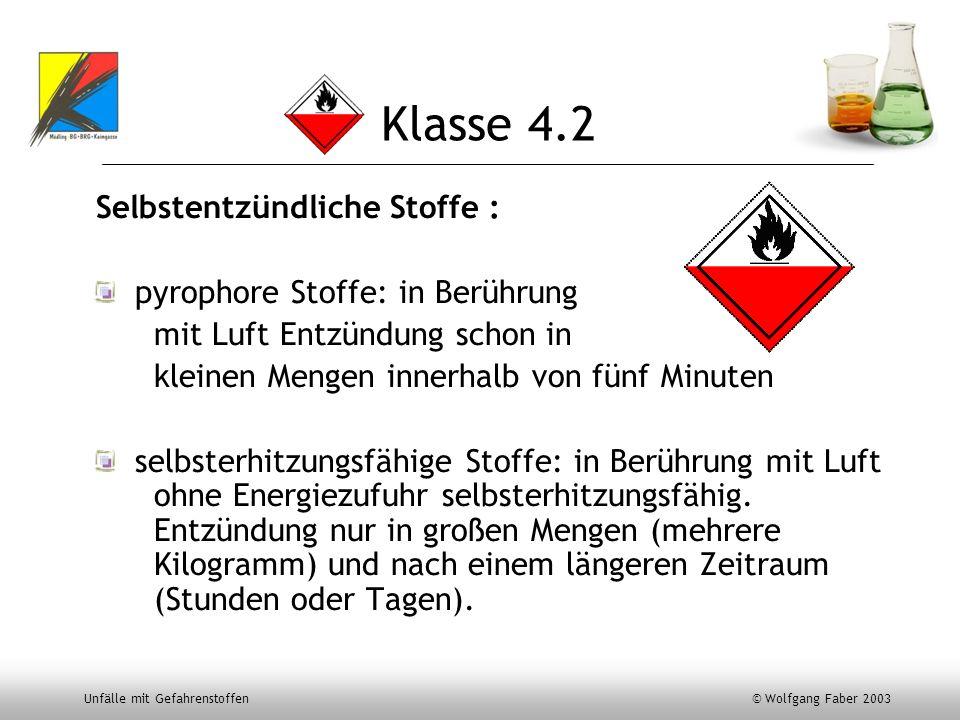 Unfälle mit Gefahrenstoffen © Wolfgang Faber 2003 Klasse 4.2 Selbstentzündliche Stoffe : pyrophore Stoffe: in Berührung mit Luft Entzündung schon in k