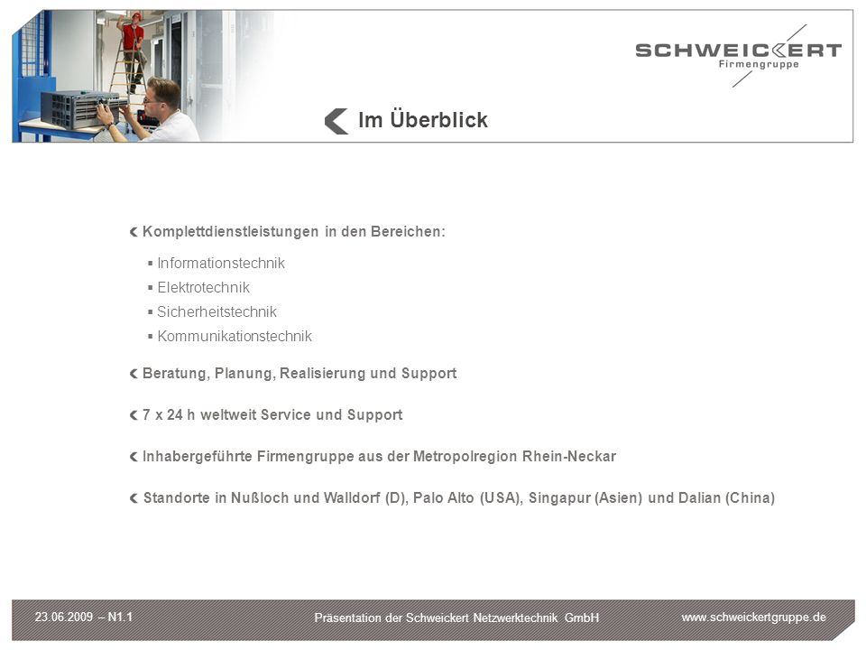 www.schweickertgruppe.de Präsentation der Schweickert Netzwerktechnik GmbH 23.06.2009 – N1.1 Schweickert Netzwerktechnik GmbH Ablösung der vorhandenen TK-Infrastruktur Schweickert Nebenstellen waren an TK- Anlage der SAP angebunden (Siemens HiPath 4000) Leistungsmerkmale wie die Namensanzeige sollten auch bei der neuen Lösung realisiert werden Kopplung der Cisco Infrastruktur mit Siemens HiPath Umzug der Netzabschlüsse von SAP RZ nach Schweickert RZ 40 Nebenstellen Anbindung Home Office Erweiterung des Leistungsportfolios Anforderungen:Systemkomponenten: Unified Communication Manger 6.1 Cisco 2811 Router als Gateway zum PSTN und Siemens HiPath 4000 Cisco Catalyst 3560 PoE-Switch Cisco 2106 Wireless LAN Controller und Aironet 1130 Lightweight Access-Points Endgeräte: IP Communicator (Softphone) IP-Phones 7942, 7970 und 7921 (Wireless) GN Netcom / Jabra Headsets Zusatzsoftware: Andtek AND Phone Application Server
