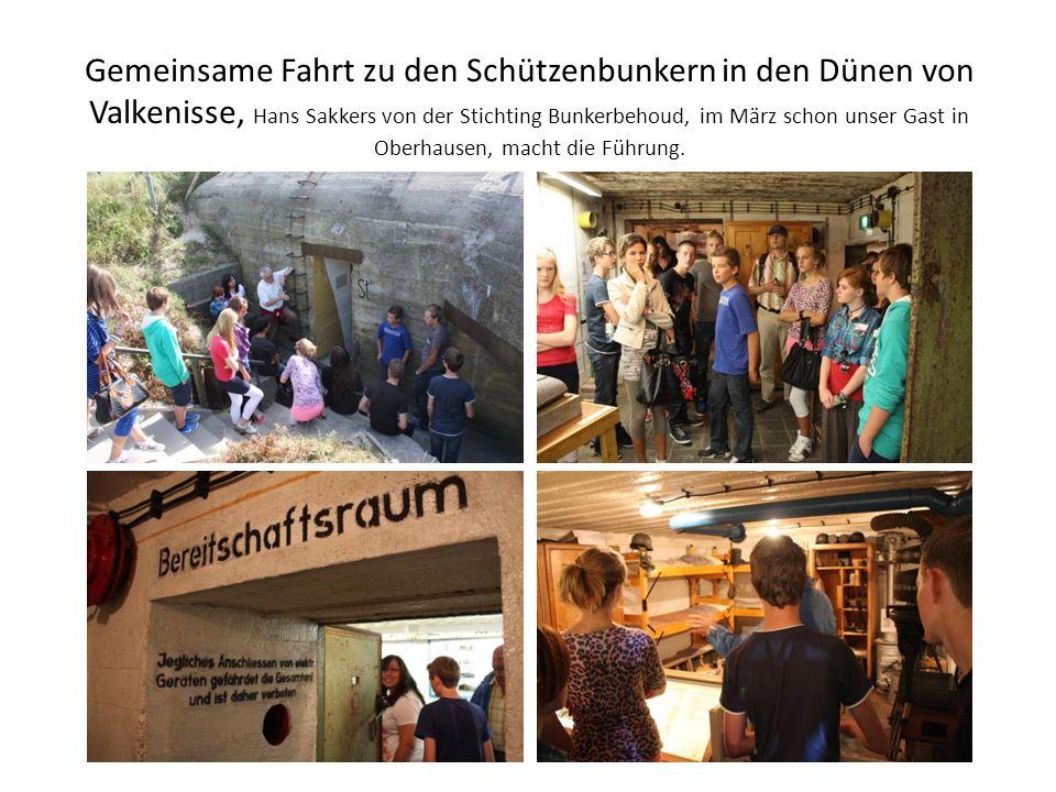 Gemeinsame Fahrt zu den Schützenbunkern in den Dünen von Valkenisse, Hans Sakkers von der Stichting Bunkerbehoud, im März schon unser Gast in Oberhausen, macht die Führung.
