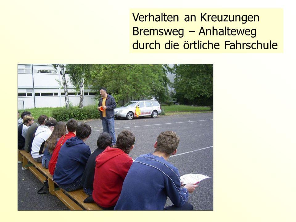 Verhalten an Kreuzungen Bremsweg – Anhalteweg durch die örtliche Fahrschule
