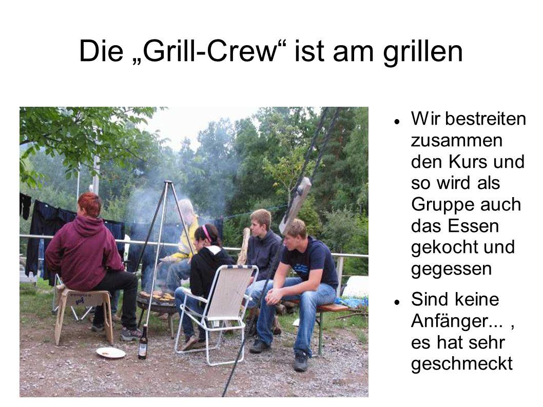 Die Grill-Crew ist am grillen Wir bestreiten zusammen den Kurs und so wird als Gruppe auch das Essen gekocht und gegessen Sind keine Anfänger..., es hat sehr geschmeckt