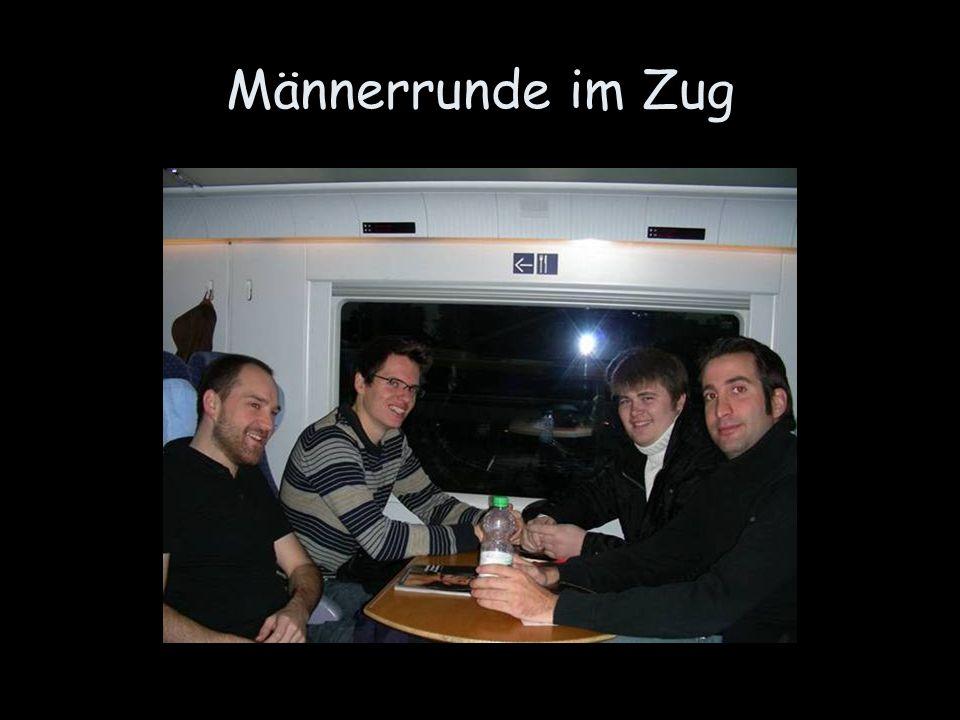 Männerrunde im Zug