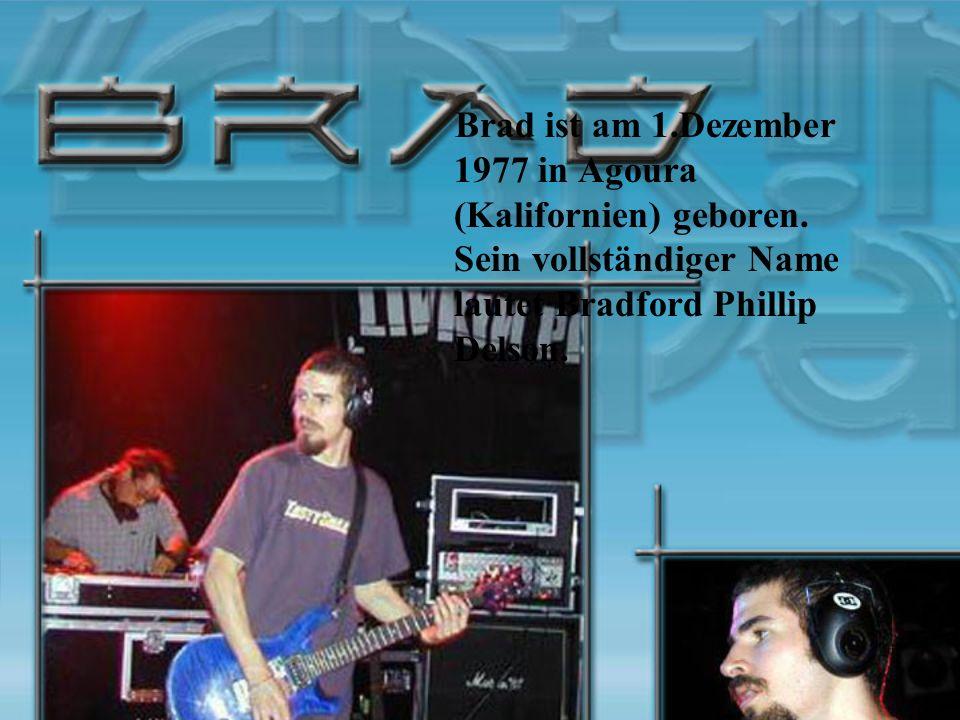 Brad ist am 1.Dezember 1977 in Agoura (Kalifornien) geboren. Sein vollständiger Name lautet Bradford Phillip Delson.
