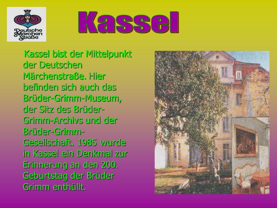 Kassel bist der Mittelpunkt der Deutschen Märchenstraße. Hier befinden sich auch das Brüder-Grimm-Museum, der Sitz des Brüder- Grimm-Archivs und der B