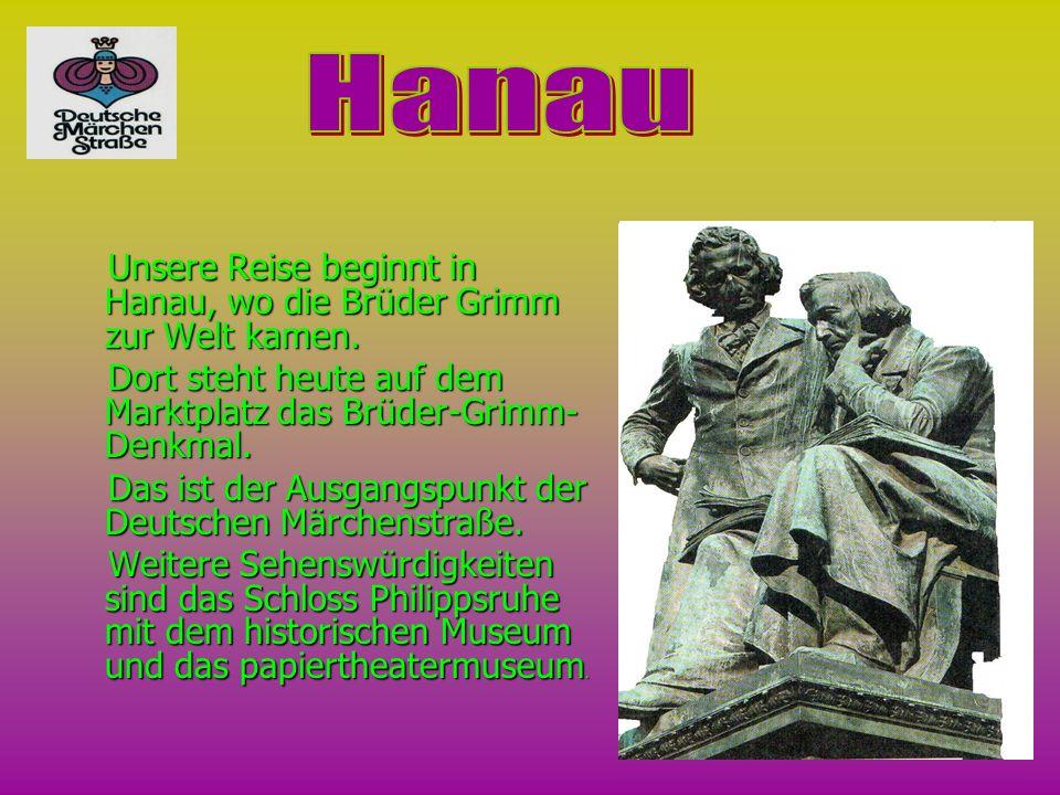 U Unsere Reise beginnt in Hanau, wo die Brüder Grimm zur Welt kamen. D Dort steht heute auf dem Мarktplatz das Brüder-Grimm- Denkmal. as ist der Ausga
