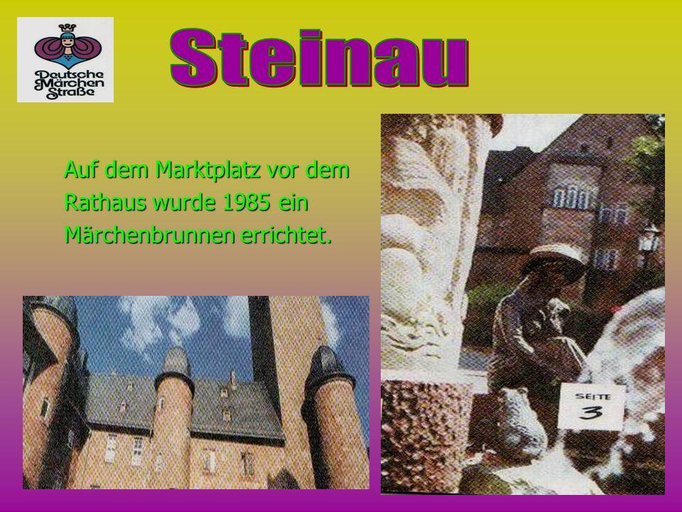 Auf dem Marktplatz vor dem Rathaus wurde 1985 ein Märchenbrunnen errichtet.