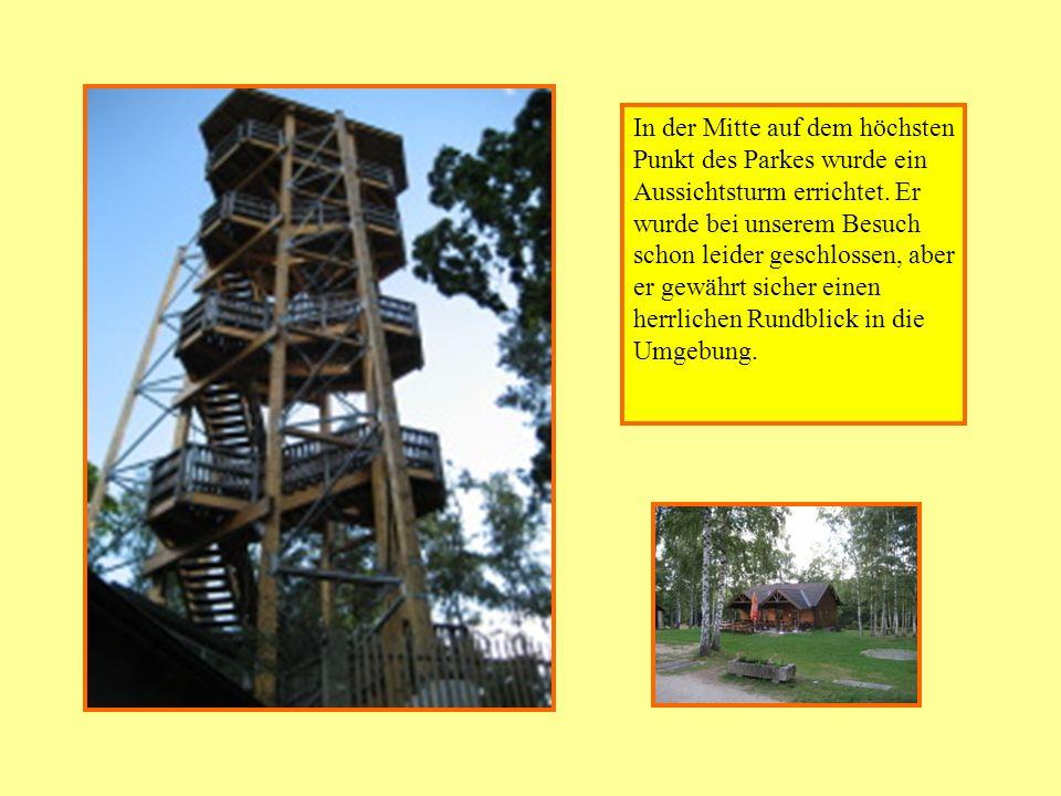 In der Mitte auf dem höchsten Punkt des Parkes wurde ein Aussichtsturm errichtet. Er wurde bei unserem Besuch schon leider geschlossen, aber er gewähr