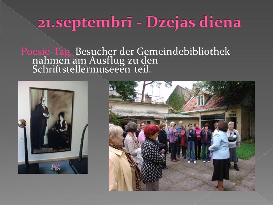 Poesie-Tag. Besucher der Gemeindebibliothek nahmen am Ausflug zu den Schriftstellermuseeen teil.