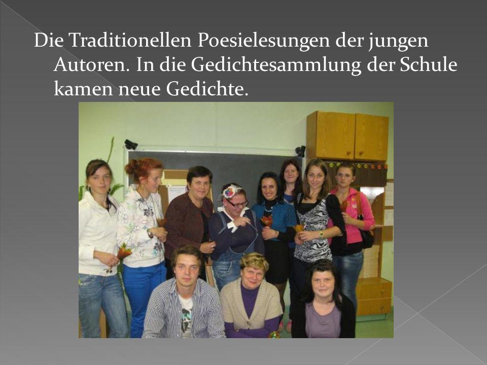 Die Traditionellen Poesielesungen der jungen Autoren.