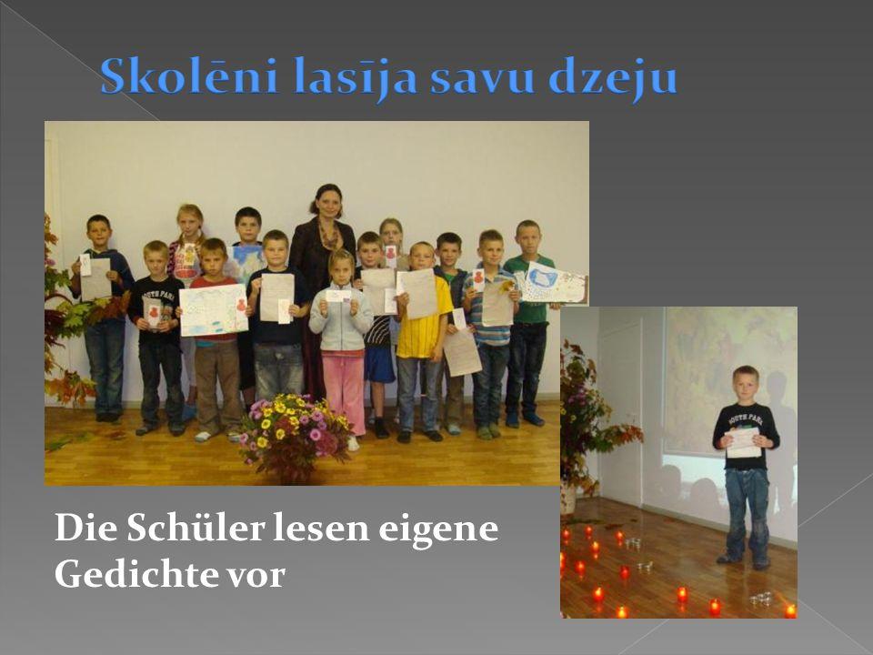 Die Schüler lesen eigene Gedichte vor