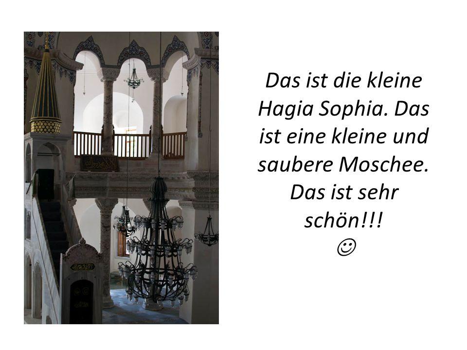 Das ist die kleine Hagia Sophia. Das ist eine kleine und saubere Moschee. Das ist sehr schön!!!