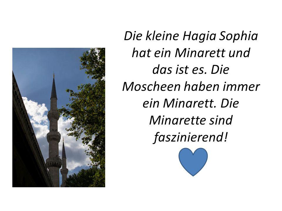 Die kleine Hagia Sophia hat ein Minarett und das ist es. Die Moscheen haben immer ein Minarett. Die Minarette sind faszinierend!