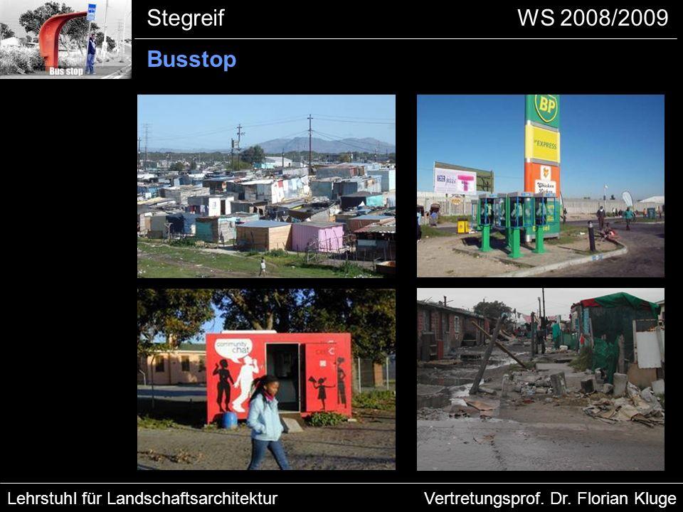 Stegreif Busstop Unterkünfte Manenberg - Die Appartements waren auf jeweils eine Familie ausgelegt - 3-4 Familien leben heute in Einraumwohnungen - Häuser in Kapstadt sind sehr teuer und somit unerreichbar für die meisten Bürger in Manenberg