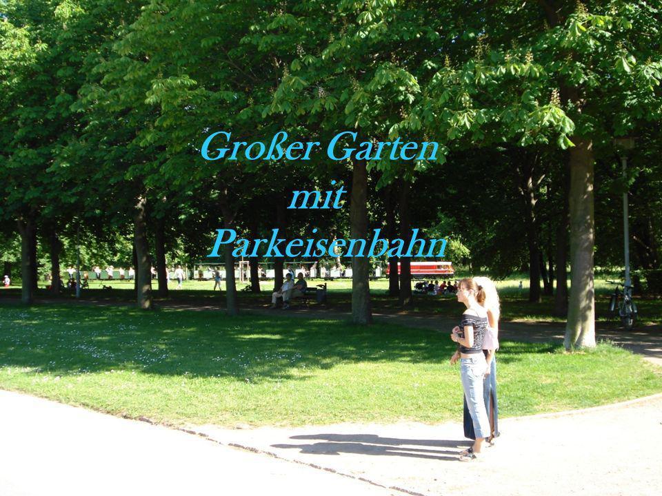 Großer Garten mit Parkeisenbahn
