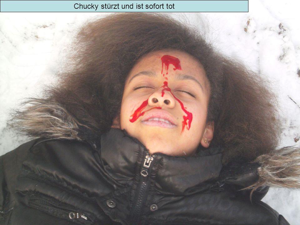 Nathalie schleift Chuckys Leiche weg, um sie loszuwerden