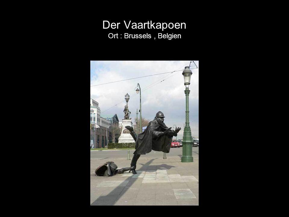 Madame Chapeau Diese Dame zählt furchtlos ihr Geld. In einer Gegend von Bruxelles, die bekannt ist für ihre Taschendiebe Ort : Bruxelles, Belgien.