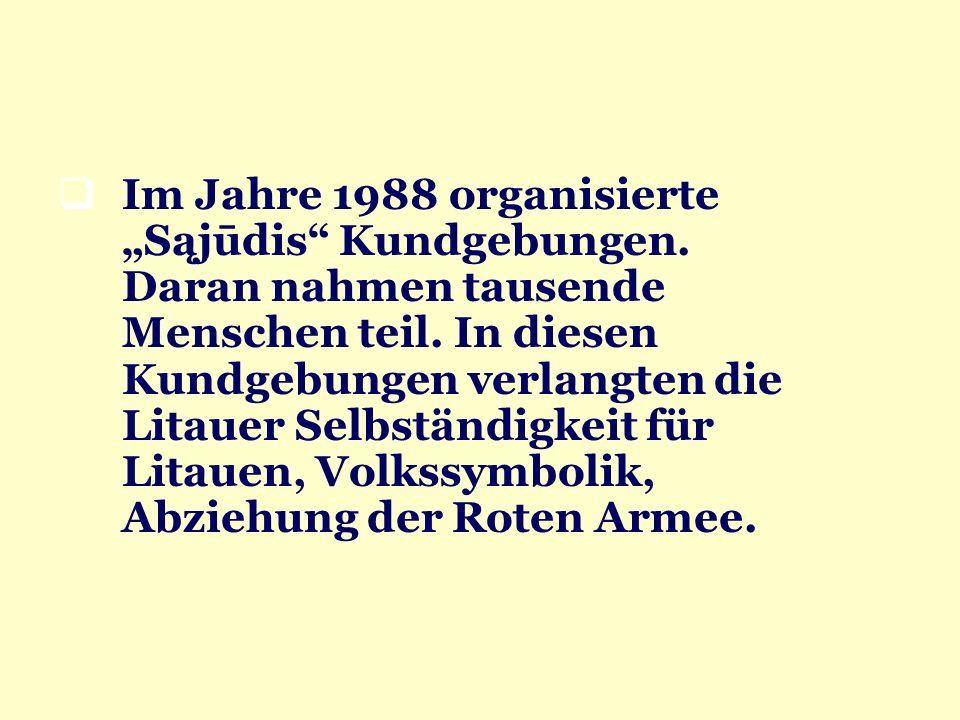 Im Jahre 1988 organisierte Sąjūdis Kundgebungen. Daran nahmen tausende Menschen teil. In diesen Kundgebungen verlangten die Litauer Selbständigkeit fü