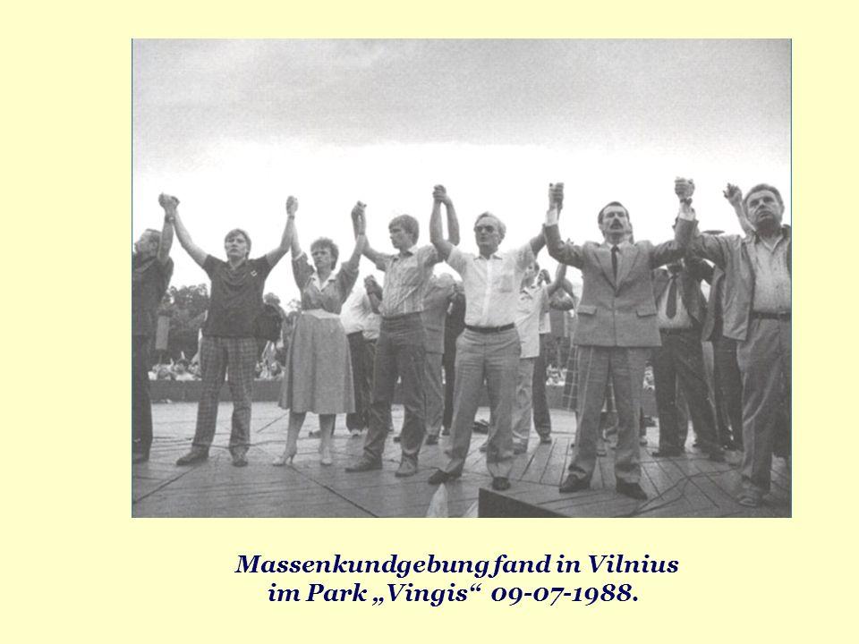Massenkundgebung fand in Vilnius im Park Vingis 09-07-1988.