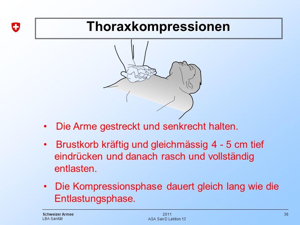 36 Schweizer Armee LBA Sanität 2011 AGA San D Lektion 13 Thoraxkompressionen Die Arme gestreckt und senkrecht halten. Brustkorb kräftig und gleichmäss