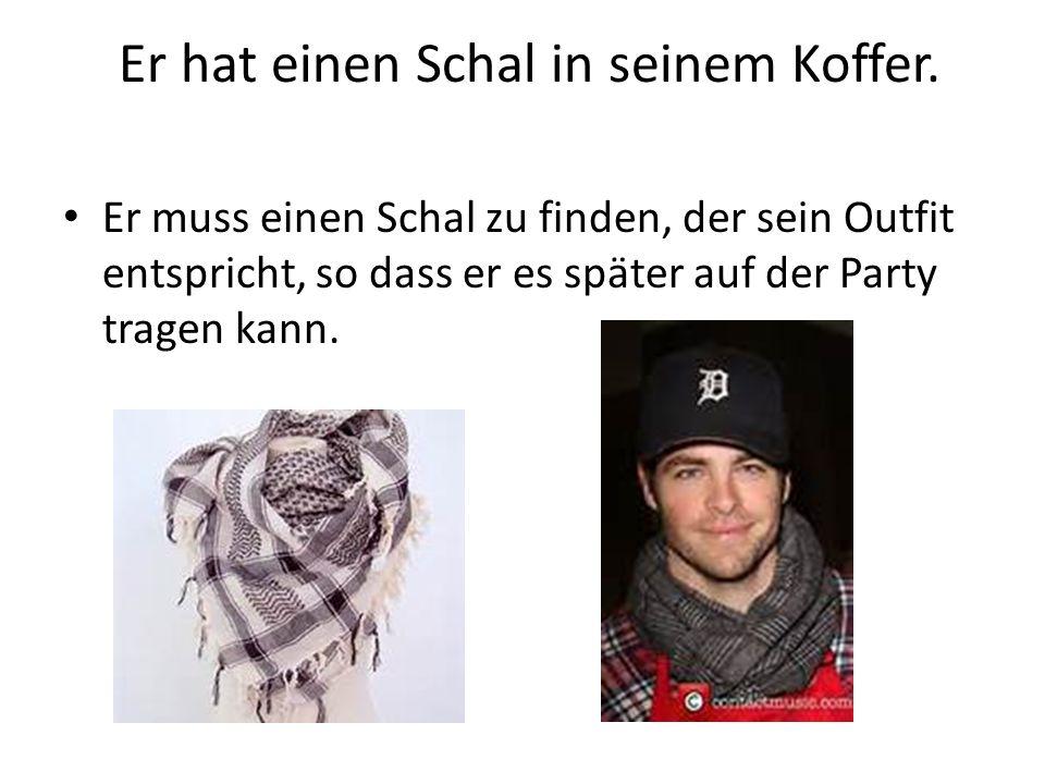 Er hat einen Schal in seinem Koffer. Er muss einen Schal zu finden, der sein Outfit entspricht, so dass er es später auf der Party tragen kann.