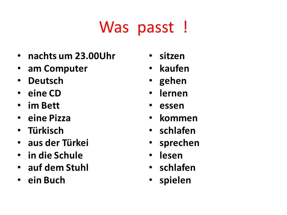 Was passt ! nachts um 23.00Uhr am Computer Deutsch eine CD im Bett eine Pizza Türkisch aus der Türkei in die Schule auf dem Stuhl ein Buch sitzen kauf