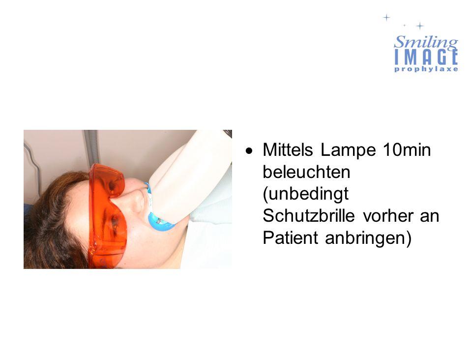 Mittels Lampe 10min beleuchten (unbedingt Schutzbrille vorher an Patient anbringen)