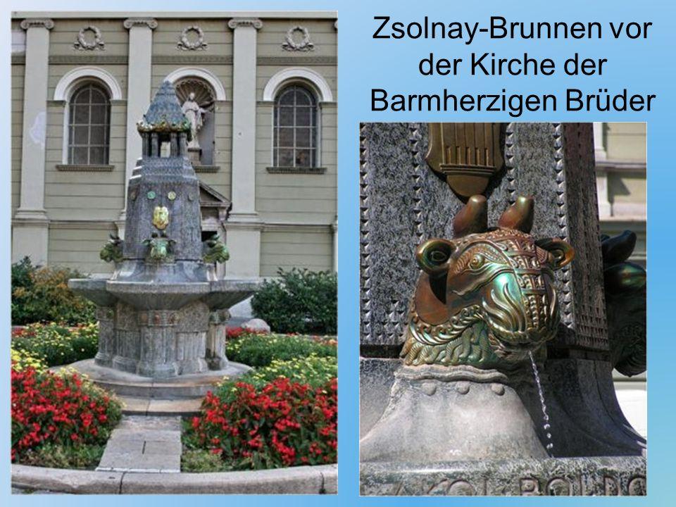 Zsolnay-Brunnen vor der Kirche der Barmherzigen Brüder
