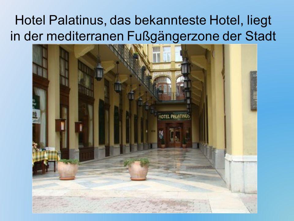 Hotel Palatinus, das bekannteste Hotel, liegt in der mediterranen Fußgängerzone der Stadt