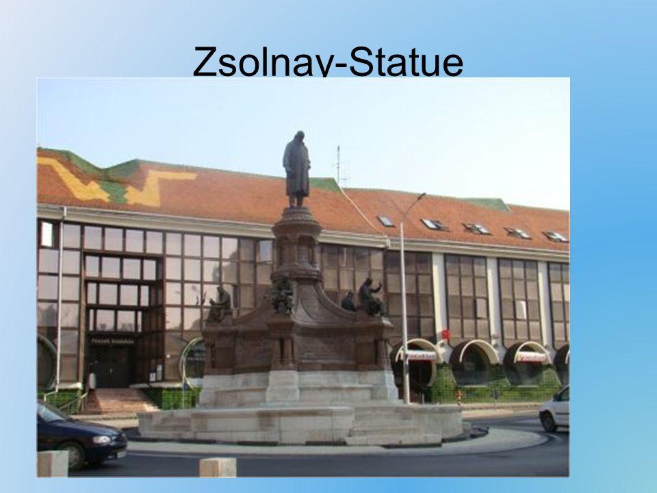 Zsolnay-Statue