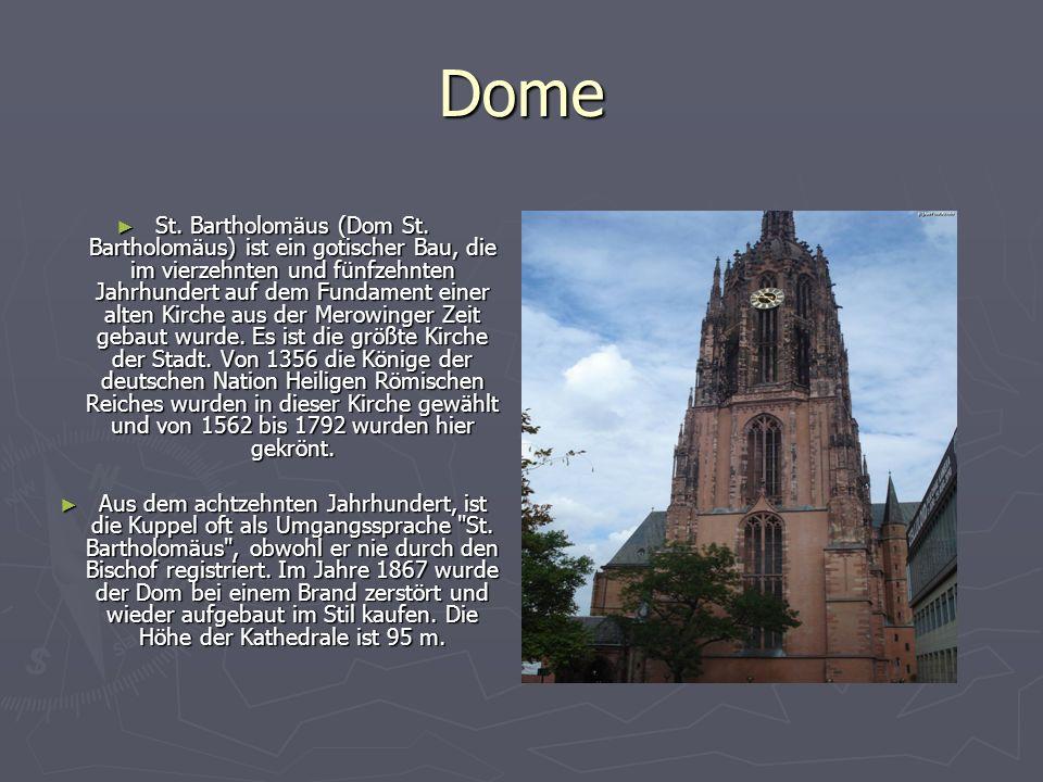 Dome St. Bartholomäus (Dom St. Bartholomäus) ist ein gotischer Bau, die im vierzehnten und fünfzehnten Jahrhundert auf dem Fundament einer alten Kirch