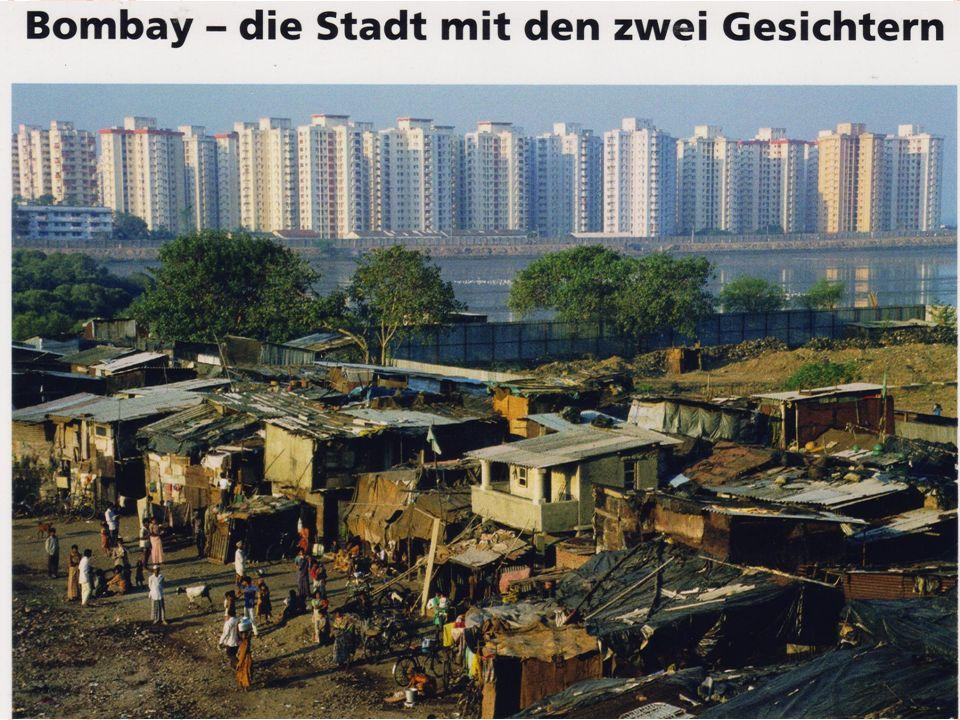 B OMBAY Slums und moderne Häuser