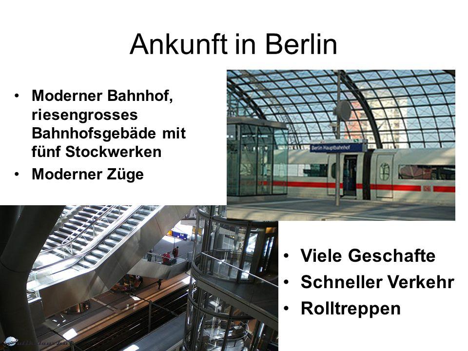 Ankunft in Berlin Moderner Bahnhof, riesengrosses Bahnhofsgebäde mit fünf Stockwerken Moderner Züge Viele Geschafte Schneller Verkehr Rolltreppen