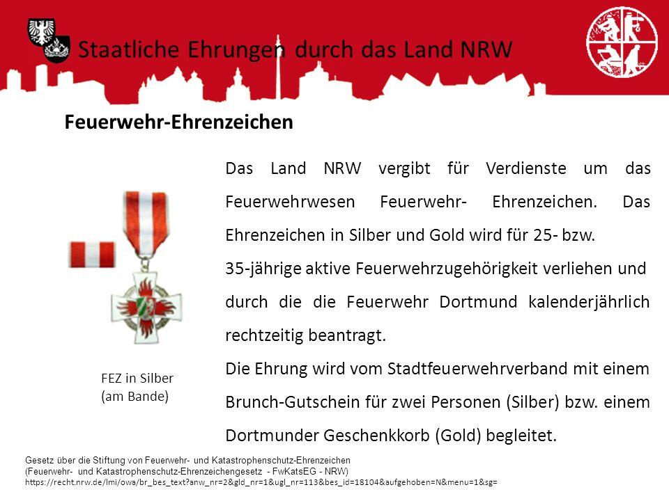 Feuerwehr-Ehrenzeichen Das Land NRW vergibt für Verdienste um das Feuerwehrwesen Feuerwehr- Ehrenzeichen. Das Ehrenzeichen in Silber und Gold wird für