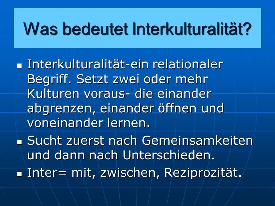 Interkulturalität Basiert auf der Konstruktion einer Relation von Eigenem und Fremdem Basiert auf der Konstruktion einer Relation von Eigenem und Fremdem Das Fremde erst als Differenz zum Eigenen vorstellbar und umgekehrt; Das Fremde erst als Differenz zum Eigenen vorstellbar und umgekehrt; Das Fremde ist das Andere des Eigenen.
