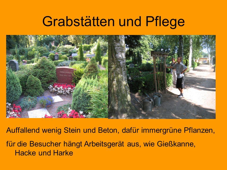 Grabstätten und Pflege Auffallend wenig Stein und Beton, dafür immergrüne Pflanzen, für die Besucher hängt Arbeitsgerät aus, wie Gießkanne, Hacke und